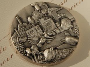 La médaille de l'ANIA est décernée aux salariés qui ont consacré leur carrière à l'industrie alimentaire.